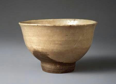 熊川茶碗 千歳 五島美術館 見立の白磁系 高麗茶碗のうち、腰が丸く、口縁部の端が外反した独特の器形のもの