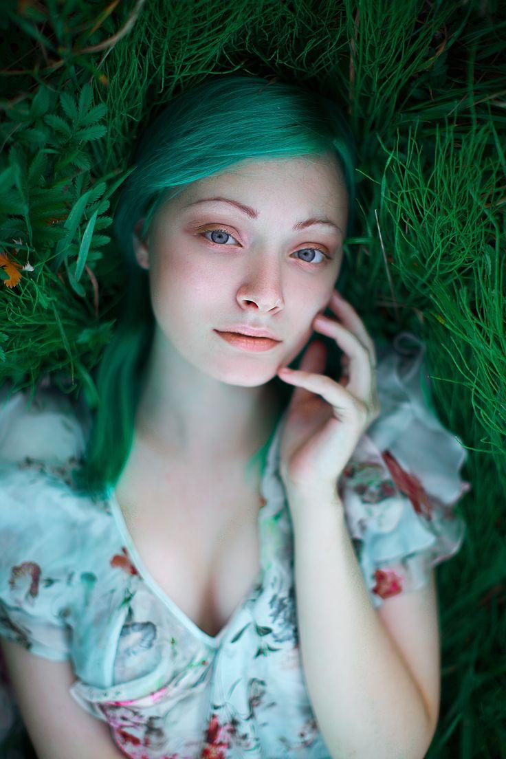 Девушка с зелеными волосами, русалка ( ундина )