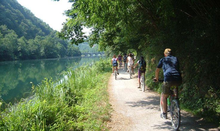 VENTO è una pista ciclabile pensata allo scopo dicollegareVeneziaaTorino,passando per la valle tracciata dalPo, con una lunghezza di 679 chilometri.