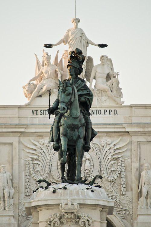 Praça do Comércio, Lisboa, Portugal - José I de Portugal (nome completo: José Francisco António Inácio Norberto Agostinho de Bragança; 6 de junho de 1714 - 24 de fevereiro de 1777), cognominado O Reformador devido às reformas que empreendeu durante o seu reinado, foi Rei de Portugal da Dinastia de Bragança desde 1750 até à sua morte. Casou, em 1729, com Mariana Vitória de Bourbon, infanta de Espanha.