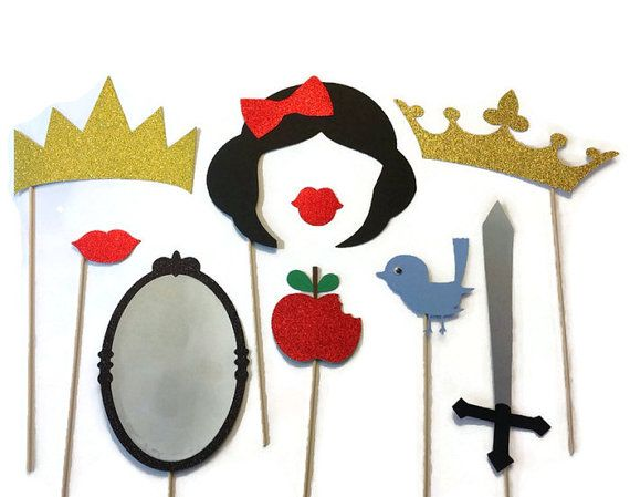 He encontrado este interesante anuncio de Etsy en https://www.etsy.com/es/listing/160294112/photo-booth-props-snow-white-themed
