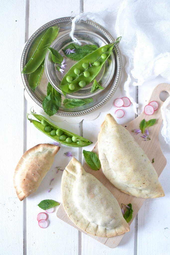 Chaussons aux aubergines, petits pois et menthe  http://www.lesrecettesdejuliette.fr
