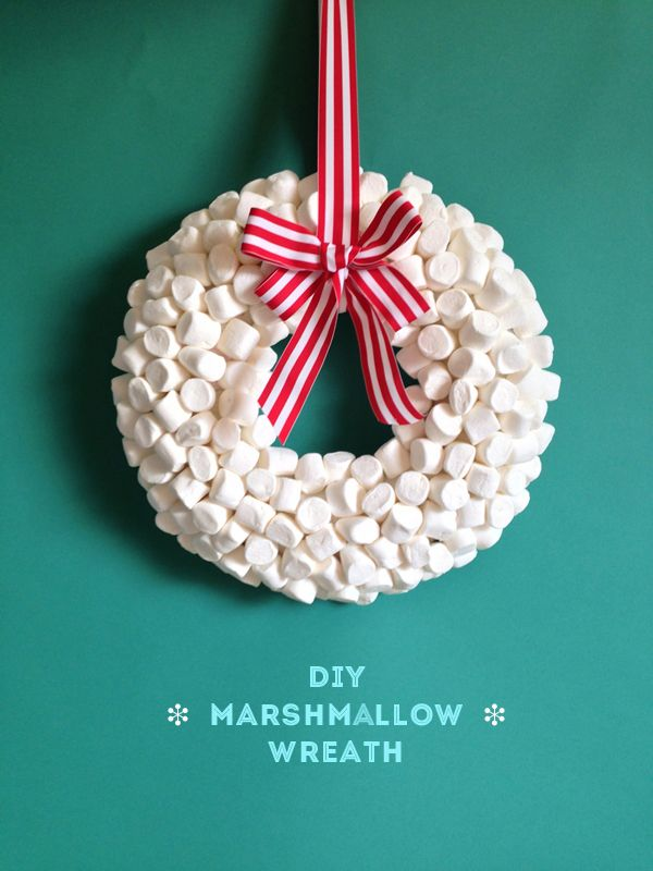 HOLIDAY DIY: marshmallow wreath