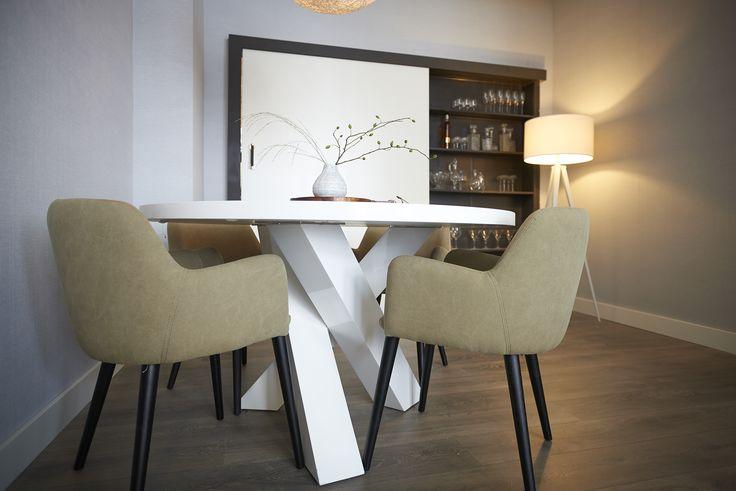 Rtlwm najaar 2015 afl 1 eetkamerstoel baltasaria van for Goossens meubelen