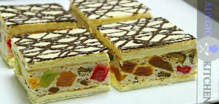 Prajitura Mozaic cu nuca si rahat este o prajitura speciala care a facut furori la orice nunta de acum 10-15 ani.Acest desert,prajitura Mozaic cu nuca si