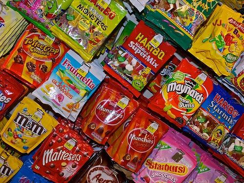 beaucoup de paquets de bonbons