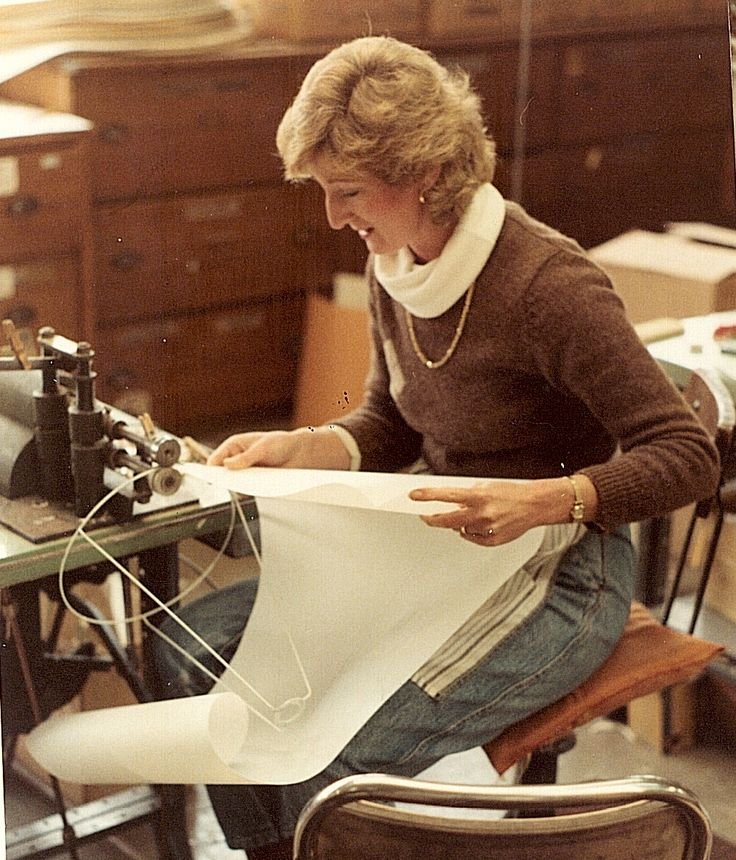 1978 || Mayfield worker Anne hand making shades in our Chadstone factory.