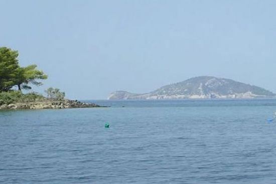 Κέλυφος (Χελώνα) το μικρό νησάκι απέναντι από το Νέο Μαρμαρά