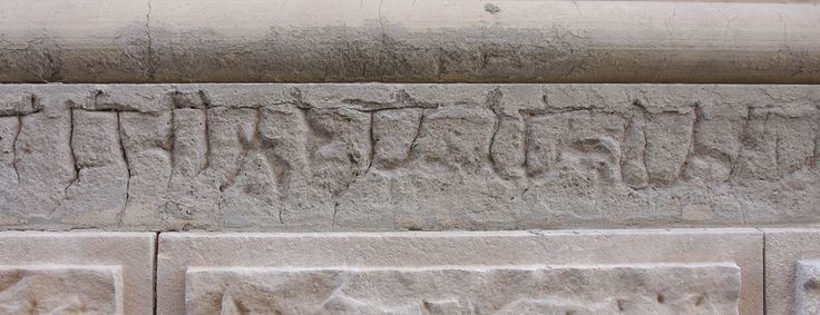 A proto-alphabet, like Sanskrit, Korean or similar, made of random cracks, found on a wall. -- Un proto-alfabeto, tipo sanscrito, coreano o simile, prodotto da crepe casuali, trovato su un muro. -- *** (CC)BY 4.0 prof.bizzarro www.bazardelbizzarro.net ***