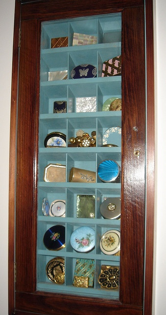 A great display case idea!!  I'll bet one of the local carpenters could whip me up one in no time!!