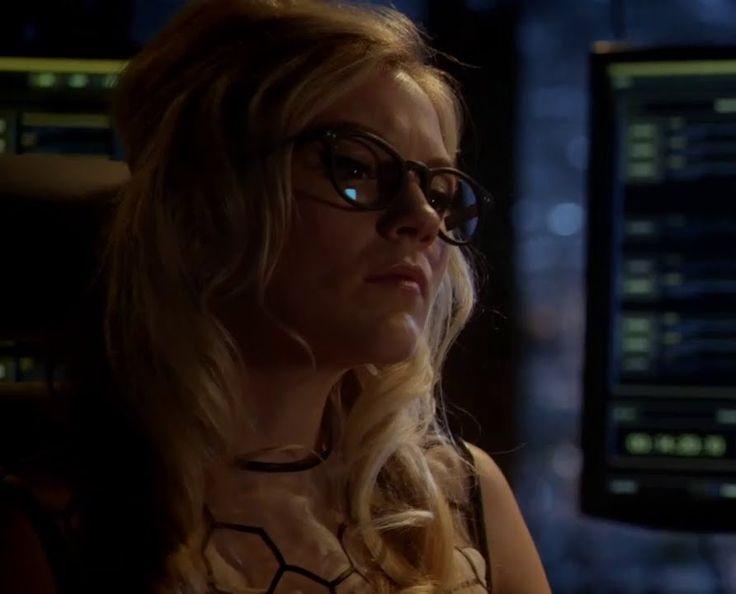 The Flash 1x18: Emily Kinney as Brie Larvan alias Bug-Eyed Bandit