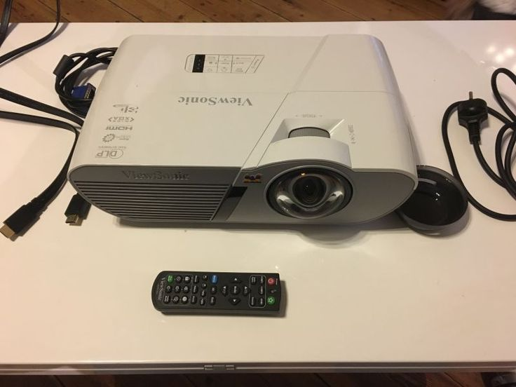 ViewSonic LightStream PJD5550LWS ‑ Vidéoprojecteur:Type d'affichage: DLPQualité HD: 720pConnectivité: HDMI, Câble VGA, Vidéo composanteFonctionnalité: Focale courte, 3DLuminosité: 3 300 lumenPoids: 2,5 kg