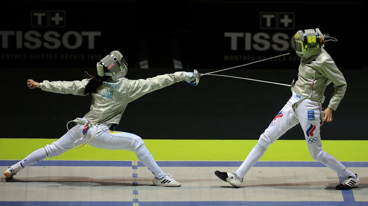 ... great lunge form... looks short if Epee or high and short if foil...