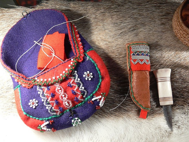 Sami bag and knives