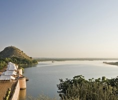Chhtra Sagar, Nimaj: Relive the lifestyle of traditional Rajputs with hand-stitched tents and period furniture, and partake a unique cuisine passed down from generations.