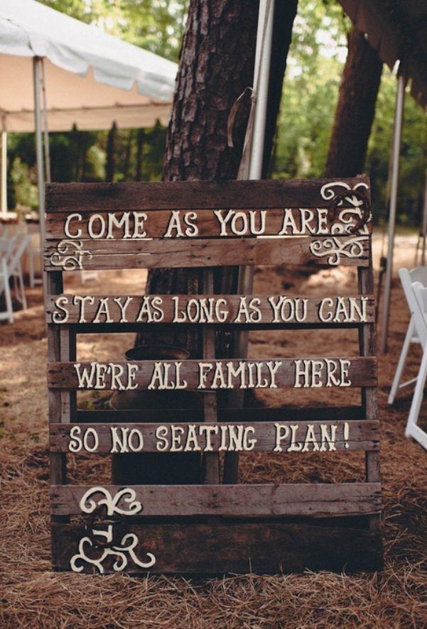 este es muy lindo tb, veni como quieras, quedate lo que quieras, somos todos familia aca por lo tanto no asignamos lugar ( hay que buscarle la vuelta, en ingles queda lindo pero no me gusta que vaya en ingles)