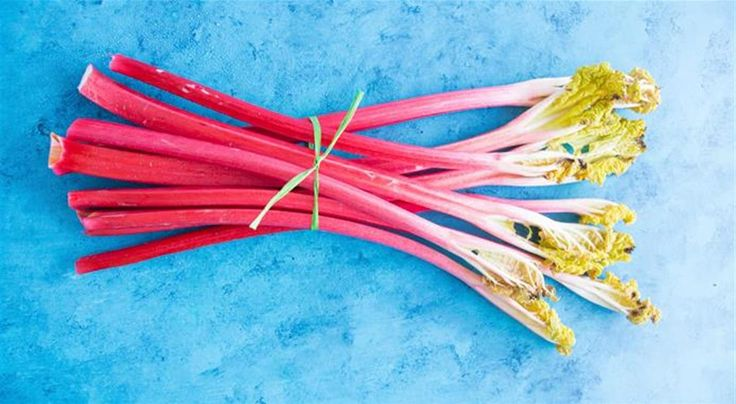 From refreshing drinks to delectable desserts and compotes, discover how to cook with rhubarb and enjoy the best of seasonal eating. Give these recipes a try!: https://www.finedininglovers.com/blog/food-drinks/how-to-cook-rhubarb/