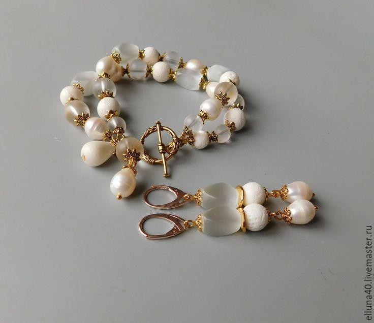 Купить Браслет и серьги из жемчуга, коралла, горного хрусталя Бронь я - белый, браслет, браслет на руку