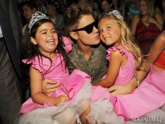 justin bieber c with sophia grace brownlee l and rosie