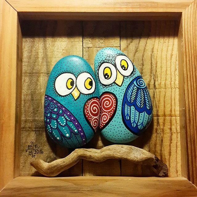 Sometimes love is blue... Bazen aşk mavidir.... Good night.. İyi geceler... #taşboyama #stonepainting #rockpainting #pebblepainting #pebbleart #paintedrocks #paintedstones #paintedpebbles #piedraspintadas #sassidipinti #illustration #owls