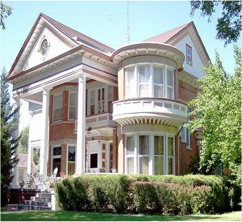 Lovely B&BVictorian Homes, Architecture Victorian, Victorian House, Victorian Beds, Old Houses, Revival Victorian