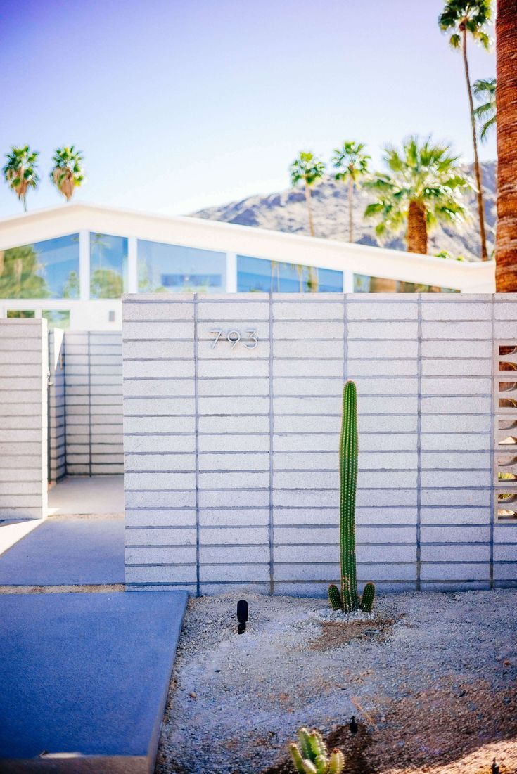 Tour The Beautiful Mid Century Homes In Palm Springs The Taste Sf Decor Midcen Palm Springs Architecture Palm Springs Houses Palm Springs Mid Century Modern