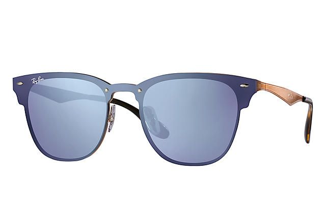 Look who s looking at this new Ray-Ban Blaze Clubmaster 06e9e8b3e6c