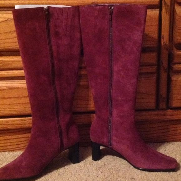 Terry Lewis Classic Luxuries Size 7 NBW! Purple Vibrant Purple color, dress up with a cute dress or dress up jeans with them in or outside of jeans. Heel is perfect height, not too high and not too low. Love the height for someone who is 5'4. Terry Lewis  Shoes