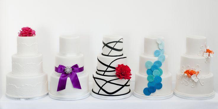 Kleine cakes uit de select collectie van PuurTaart. Deze collectie is voor kleinere gezelschappen. Er zijn Select taarten voor 20, 30 of 45 personen. Lees er meer over op de website.