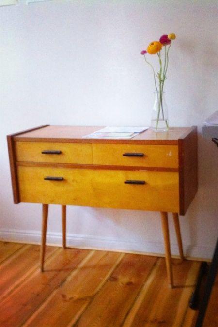 diese kleine kommode macht sich besonders in flur oder. Black Bedroom Furniture Sets. Home Design Ideas