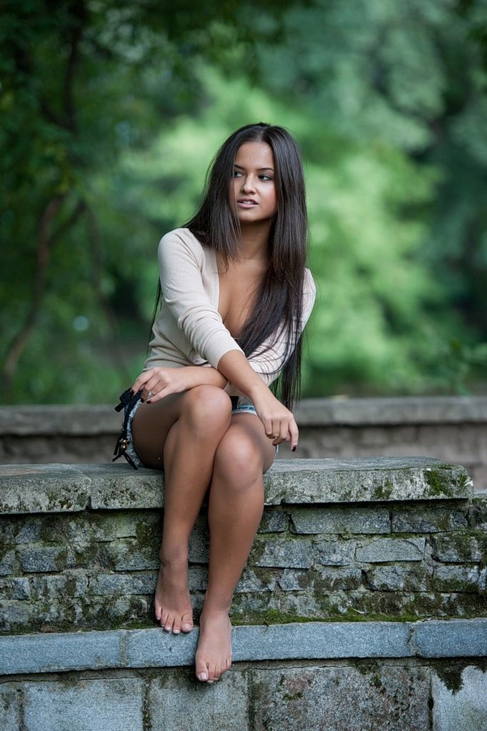 Regret, Sexy girl standing barefoot opinion