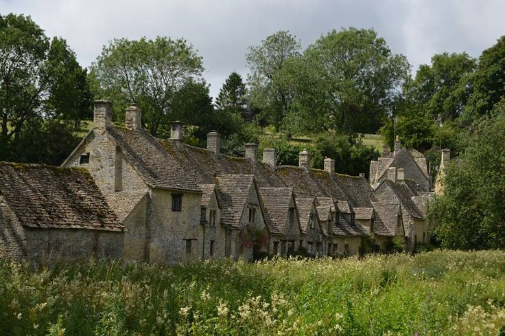 Saw Arlington Row in #bibury #cotswolds on TV this morning and it reminded me how picturesque it is! #icu_britain #ig_captures_landscape #ig_captures #ig_britishisles #ig_united_kingdom #ig_great_pics #ig_great_shots #ig_countryside #nature_brilliance #loves_united_kingdom #ig_photolove #hubs_united #loves_united_team #rsa_ladies #rsa_rural #splendid_shotz #ukpotd #top100shots #landscapephotomag #landscapephotography #lovegreatbritain #wonderlust #bbcbritain #bbctravel #visitengland…