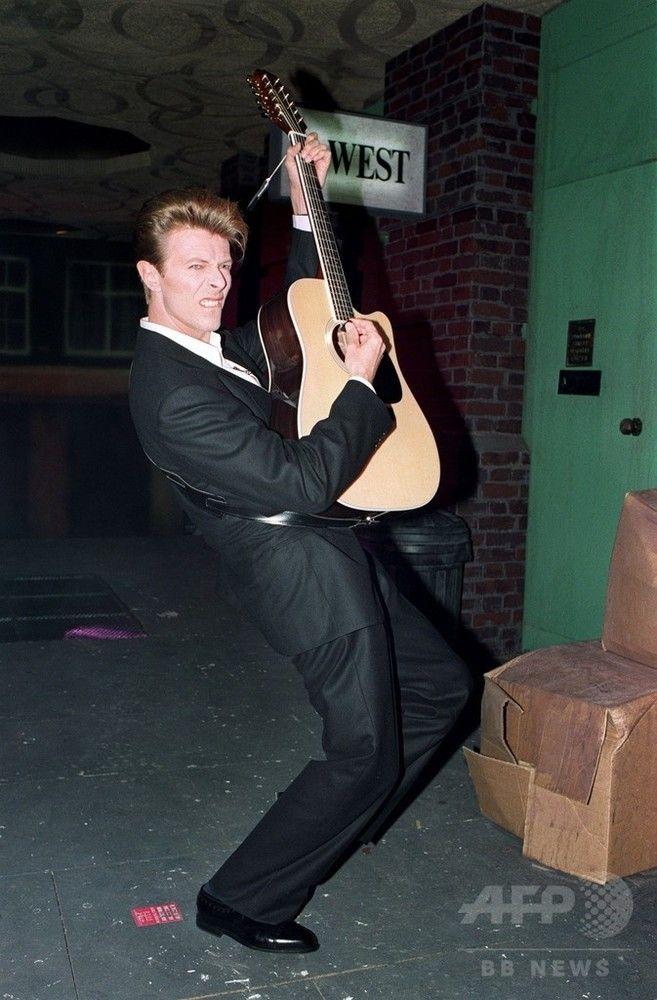 【1月12日 AFP】がんとの闘病の末、10日に死去した英国の伝説的歌手、デヴィッド・ボウイ(David Bowie)さんの軌跡を写真で振り返る。