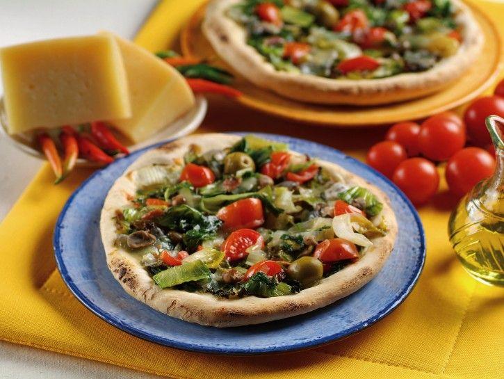 pizza-di-scarola-ai-pomodorini immagine