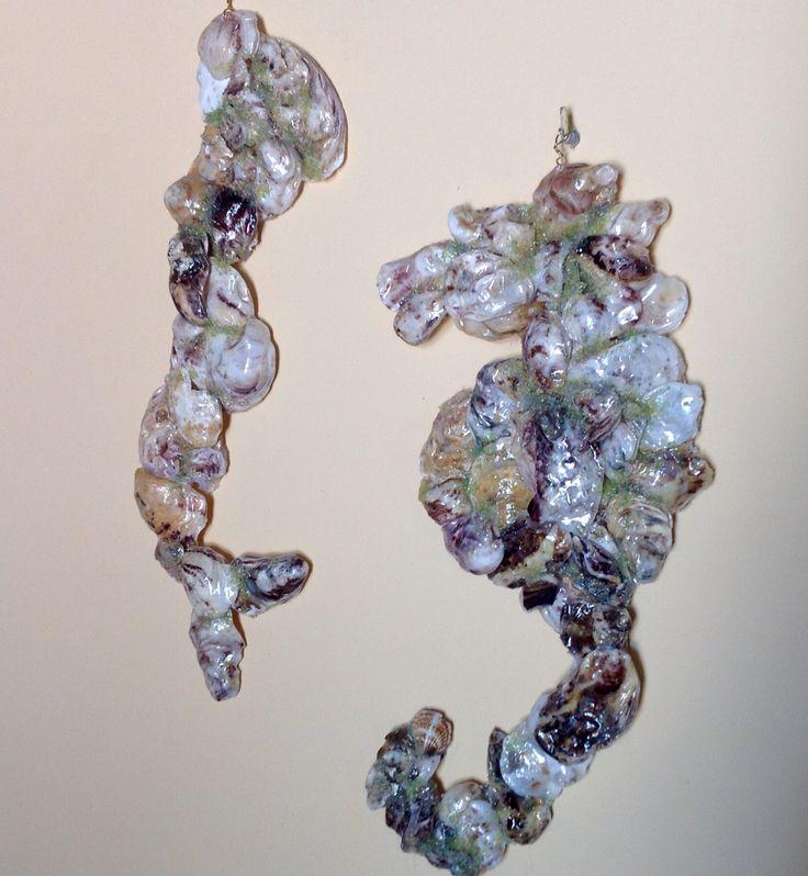 DIY Shells. Sirenetta e cavalluccio marino come di ceramica. Mosaici realizzati con conchiglie di mare.