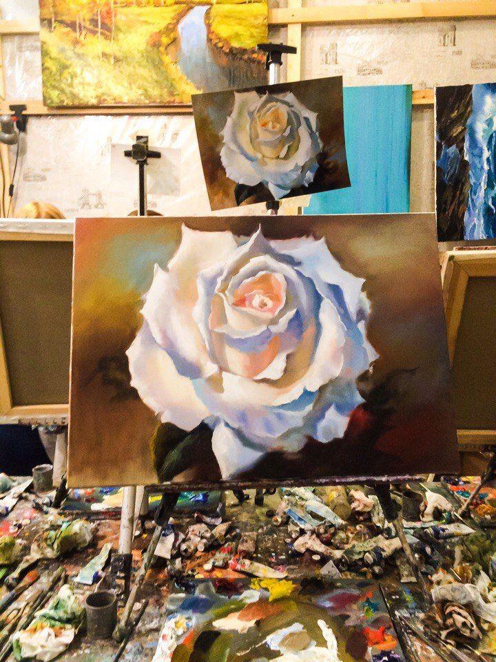 Меня зовут Полина Сахарова, я провожу мастер классы живописи в Москве. Не знаете куда пойти? Вы напишете красивую картину маслом на холсте с моей помощью за 4 часа. Стоимость 2500 р - все включено! Спешите записаться +79153401133 цветок роза белая цветы красивая картина яркая холст масло живопись арт art master class oil paint painting studio москва уроки живописи маслом научиться рисовать хенд мейд своими руками краски художник искусство handmade идеи творчество импрессионизм мастихин