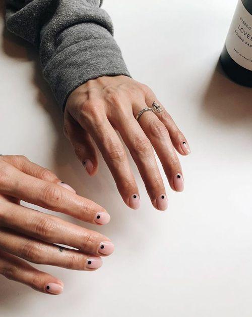 Kleine schwarze Nägel von Lili Venice Nguyen