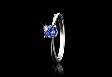 Solitaire tanzanite ring