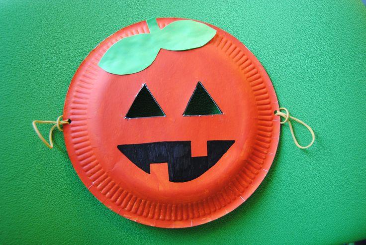 Pompoen masker maken. Halloween knutsels op kinderinternet de Surfsleutel. http://www.surfsleutel.nl/eigen_content/20121027120718_pompoen%20masker.pdf#zoom=100%