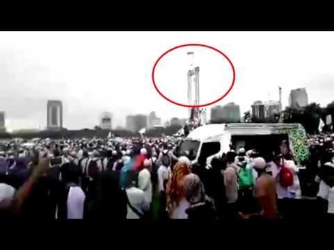 GEGER !! Sosok Di Duga Malaikat Jibril Hadir mengibarkan bendera di atas...