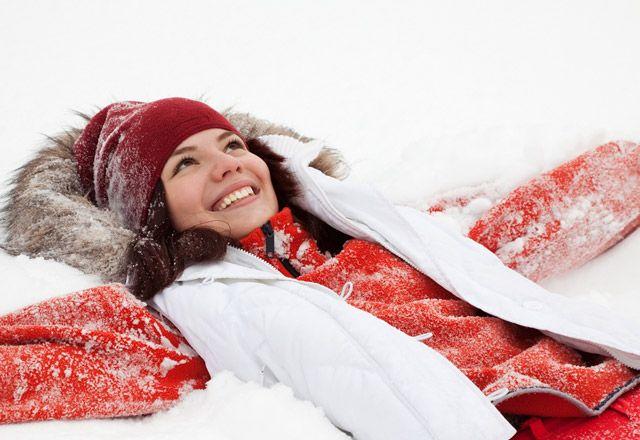 Kışın en büyük güzelliği kar. Karın insanın keyfini yerine getiren doğal güzelliğini bir kalori yakma mekanizmasına çevirebilirsiniz. Üstelik 200 kalori harcamak için spor salonu veya uzmanlık da gerekmiyor.