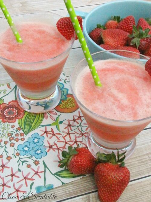 Sparkling frozen strawberry slush - This summer drink is so tasty and refreshing. Make up a big batch to keep on hand in the freezer for any unexpected guests!