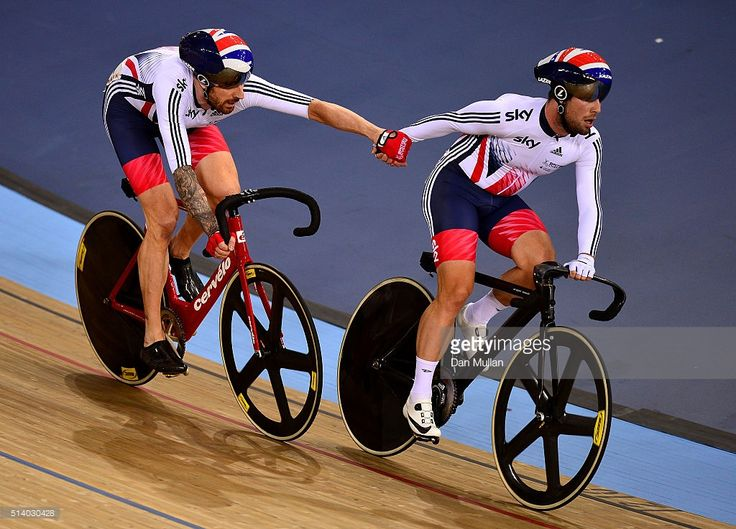 Mark Cavendish of Great Britain (R) hand slings team mate Sir Bradley Wiggins during the Madison Final during Day Five of the UCI Track Cycling World Championships at Lee Valley Velopark Velodrome on March 6, 2016 in London, England. #TWC2016 #rm_112