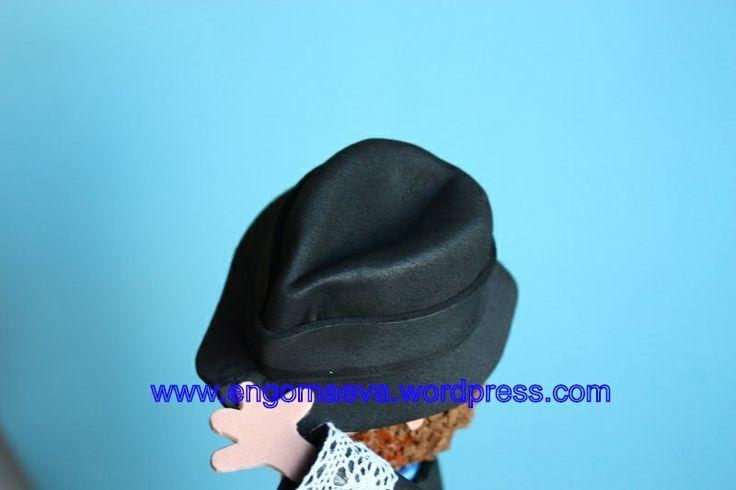 Sombrero de caballero, hecho a mano goma eva  ---   Gentleman hat, handmade paper eva. http://engomaeva.wordpress.com/