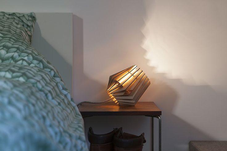 Wellicht iets klassiek maar tegelijkertijd ook hypermodern de hanglampen van Van Tjalle en Jasper. Nu verkrijgbaar bij DeJaren30Fabriek.nl. De kracht van deze lampen zit hem in de organische vormen, basic look & kleur plus de verrassende prijs. Klassieke vormen en hedendaagse technieken zijn ook hier gecombineerd tot een übercoole lampen. #Tjalle #Binnenverlichting #Tafellamp