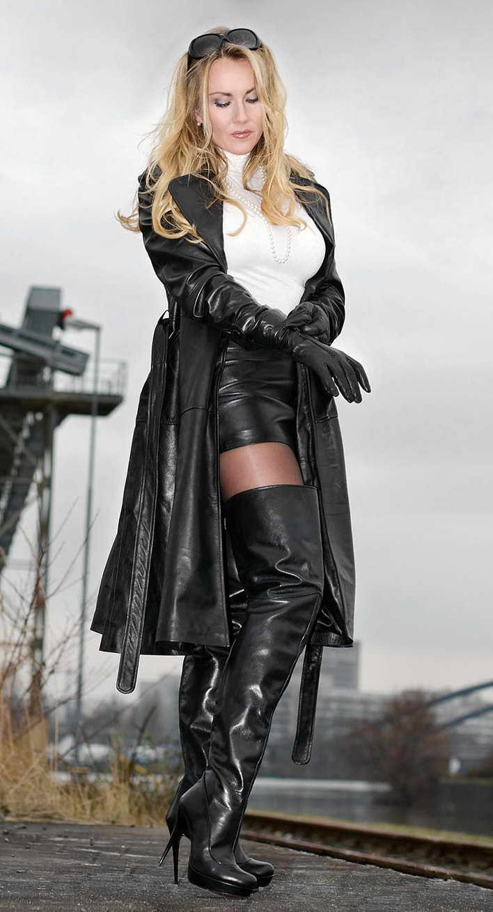 Ladies in leather gloves and boots - Petting Zoo Desire In German Gummi Glossy Latex Strong Diederiq S Womens Power Blanca S Otk Boots And Gloves