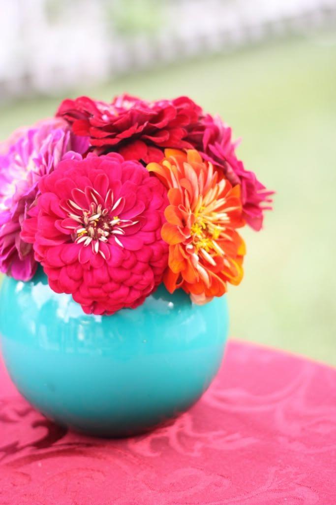 Blue Ceramic w/ Dahlias- Cinco de Mayo (prob can paint $1 bowls blue and add faux or paper flowers!) Centerpiece idea!