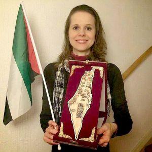 Hier ist ein Bild von Hillevi Larsson. Sie ist Mitglied des Parlaments in Schwedens extremistische SPD-geführten Regierung.