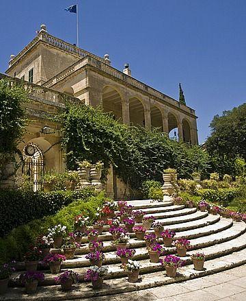 Palatul San Antonio din Malta http://vacantierul.ro/regina-maria-romaniei-malta-raiul-copilariei-mele-1/