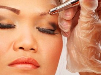 Eyebrows add charm to your looks & frame your face. Eyebrow hair loss can deprive you of a beautiful look. Know the causes & simple remedies for eyebrow hair growth.